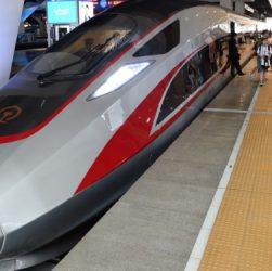 """высокоскоростной поезд нового поколения """"Фусин"""""""