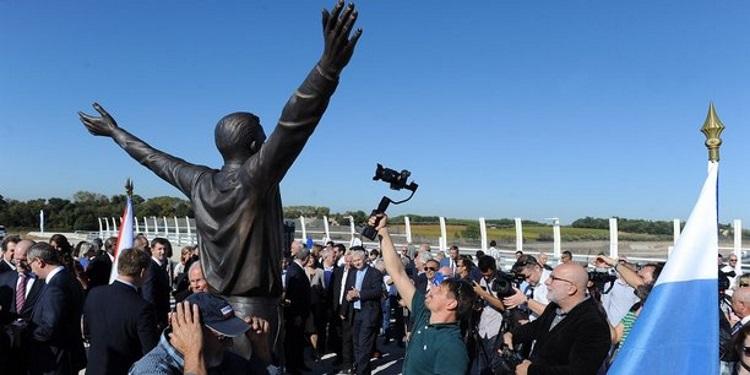 Монпелье открыли памятник Гагарину
