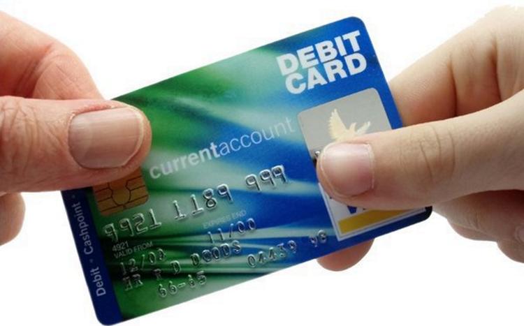 пластиковые карты: дебетовая и кредитная