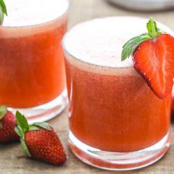 клубничный ледяной чай