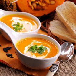 чашка горячего супа