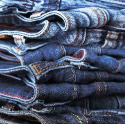 выбрать мужские джинсы