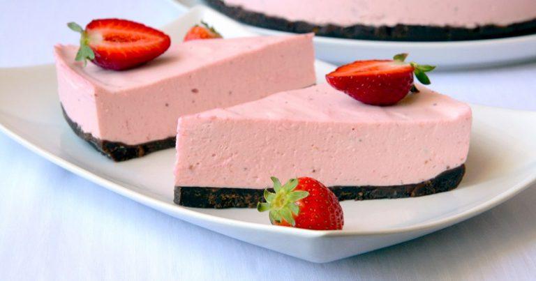 Легкий клубничный десерт без выпечки… Очень вкусно!