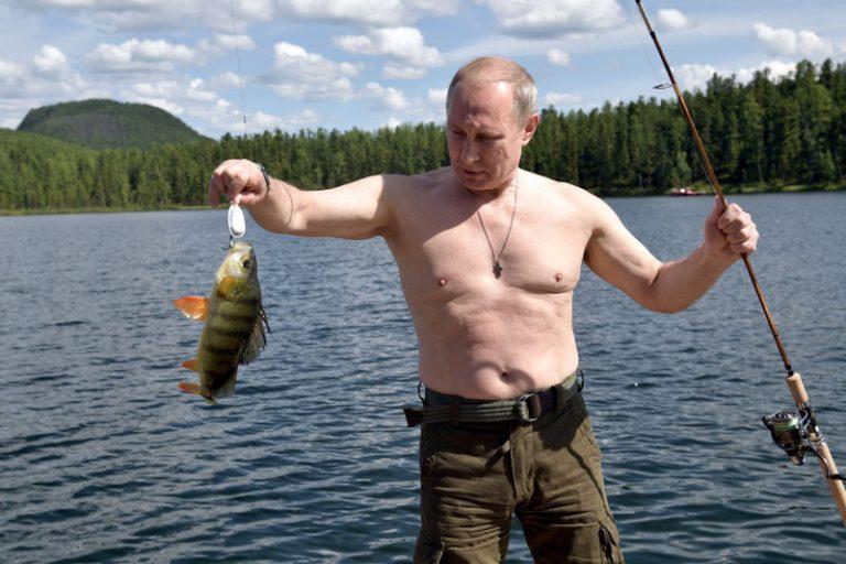 Путин на отдыхе в Туве: тайга, горное озеро и щука