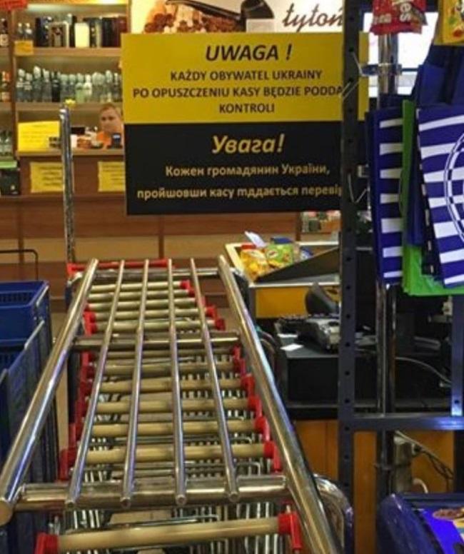Скандальная табличка в польском магазине