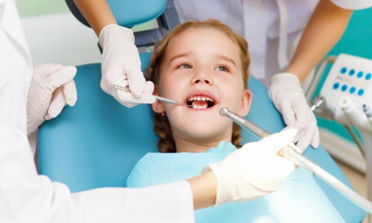 Успех визита к стоматологу ребенка зависит от родителей