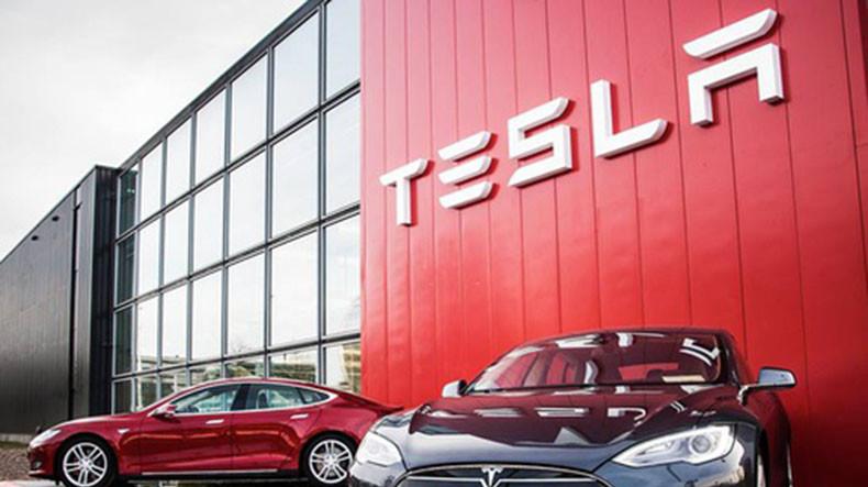 Tesla История