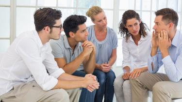 Какая психотерапия лучше: индивидуальная или групповая